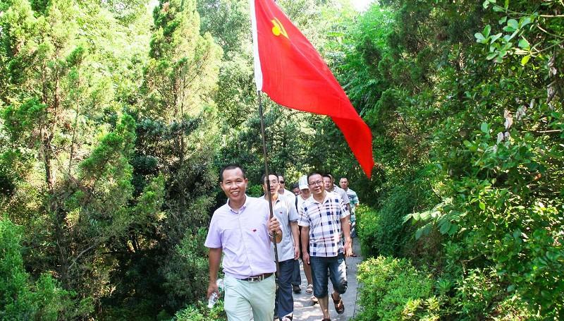 党员赴红色教育基地参观学习